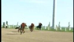 Туркменское ТВ вырезало сцену падения президента с лошади