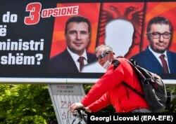 Ostaje nejasno da li će DUI insistirati na njihovom uslovu o premijeru Albancu, što je bilo njihovo glavno predizborno obećanje (na fotografiji predizborni plakati DUI na temu premijera Albanca)