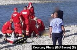 Primul dintre copii a fost găsit după trei ore și supus manevrelor de resuscitare