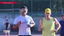 """""""Бегущий в темноте"""". Незрячий триатлонист из КР стремится покорить мировую арену"""