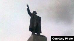 Екатеринбург. Позеленевший памятник Ленину Фото Екатерины Петровой