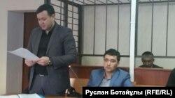 Адвокат Аманжол Мухамедияров выступает на суде по делу своего подзащитного гражданского активиста Болатбека Блялова, обвиняемого в разжигании розни. Астана, 21 января 2016 года.