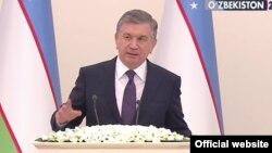 Президент Узбекистана Шавкат Мирзияев обращается к парламенту страны, 22 декабря 2017 года.