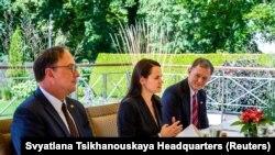 Кандидат в президенты Беларуси Светлана Тихановская во время встречи c заместителем государственного секретаря США Стивеном Биганом. Вильнюс, 24 августа 2020 года.