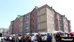 Բնակարանների հանձնման արարողություն Գյումրիում, արխիվային լուսանկար