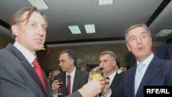 Ranko Krivokapić i Milo Đukanović slave izbornu pobjedu, 2009.