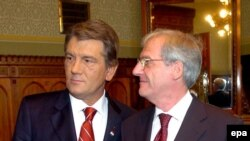 Архівне фото. Президенти Віктор Ющенко та Ласло Шойом. Будапешт, 23 жовтня 2009 р.