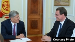 Алмазбек Атамбаев и Томас Йордан.