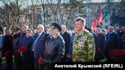 Возложение цветов у мемориала крымчанам, погибшим в Афганистане