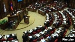 Президент Армении Серж Саргсян выступает на открытии 4-го пленарного заседания Парламентской Ассамблеи «Евронест», Ереван, 17 марта 2015 г.