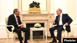 Встреча премьер-министра Армении Никола Пашиняна (слева) и президента России Владимира Путина в Кремле, Москва. 13 июня 2018 г․