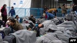 В лагере для беженцев на македоно-греческой границе.
