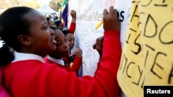 South Africans Send Birthday Messages To Ailing Mandela