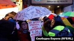 4 март 2020 г. Протест на родители срещу превръщането на строеж от 70-те години в съвременна детска болница.