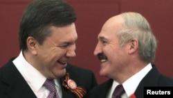 Віктар Януковіч і Аляксандар Лукашэнка, архіўнае фота.