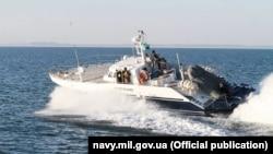 Российский пограничный катер в акватории Азовского моря