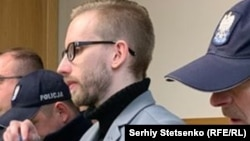 Міхал Прокопович у супроводі польських поліцейських на засіанні суду в Кракові, 14 січня 2019