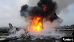 Возгорание самолета. Катманду, 28 сентября 2012 года.