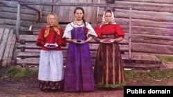Крестьянские девушки, 1909 год. Автор фотографии Сергей Михайлович Прокудин-Горский