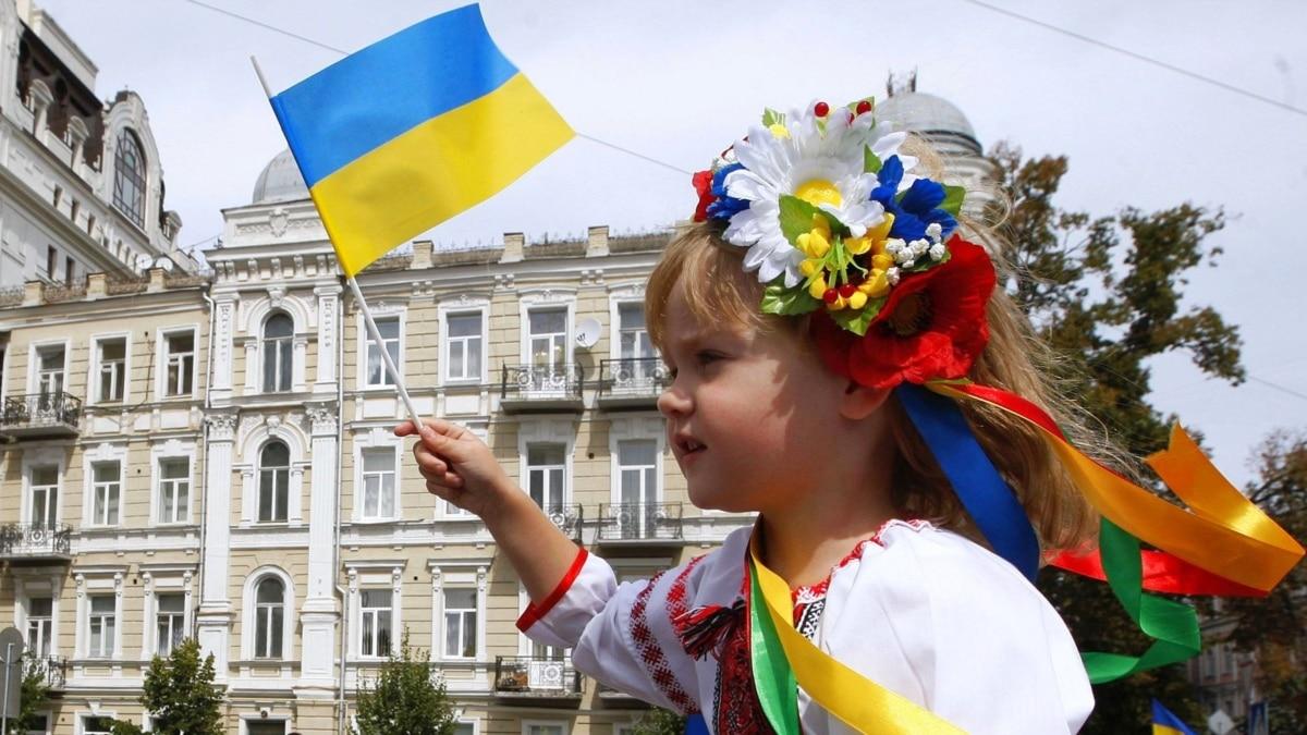 Украинцы любят свою страну, но переживают, что она движется в неверном направлении – опрос IRI