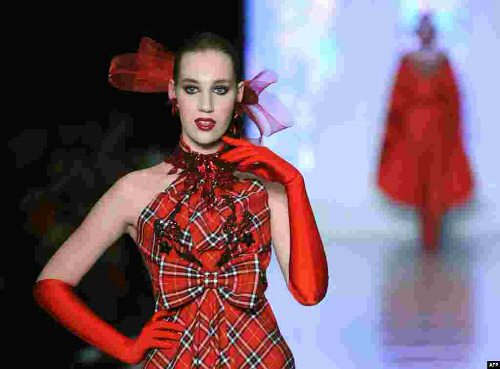 A model wears a creation by Russian fashion designer Slava Zaitsev during the Fashion Week in Moscow on March 29, 2013.