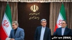 ولیالله سیف رئیس بانک مرکزی(چپ) علیطیبنیا وزیر اقتصاد و دارایی و محمدباقر نوبخت سخنگوی دولت
