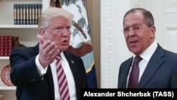 Президент США Дональд Трамп (слева) и глава МИД России Сергей Лавров. Вашингтон, 10 мая 2017 года.
