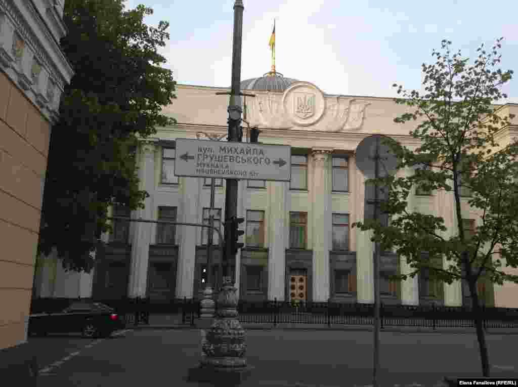 Поворот на Грушевского с Банковой