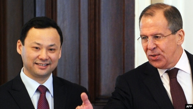 RussianForeign Minister Sergei Lavrov (R) and Kyrgyz counterpart Ruslan Kazakbaev at a meeting in Moscow in late March