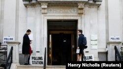 Secție de votare la Islington Town Hall, Londra, 23 mai 2019