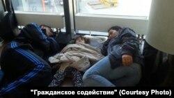 Беженцы из Сирии в транзитной зоне Шереметьево