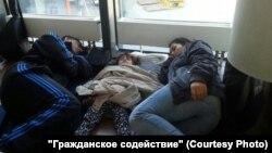 Беженцы из Сирии в транзитной зоне московского аэропорта Шереметьево.