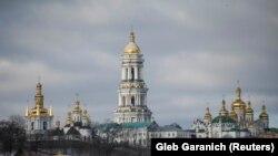 Єпископи Української православної церкви (Московського патріархату) також ухвалили рішення призупинити співслужіння з ієрархами Константинопольського патріархату