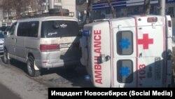 Машина скорой помощи перевернулась в Новосибирске