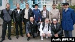 Гамил Камалетдиновка теләктәшлек белдерергә килүчеләр