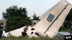 Жикчилдер атып түшүргөн Украинанын АН-26 учагы. 14-июль, 2014-жыл.