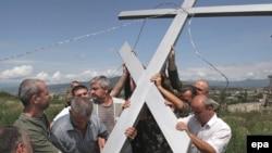 Впервые о строительстве в Цхинвале православного храма в дар от президента России народу Южной Осетии заговорили в 2011 году: под строительство церкви отвели территорию рынка в центре столицы
