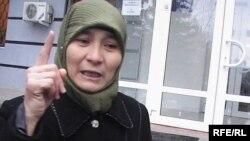 Айман Каримбаева, жена осужденного Азамата Каримбаева. Актобе, 24 ноября 2009 года.