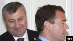 Дмитрий Медведев и Эдуард Кокойты