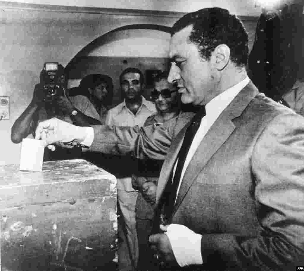 Mubarak votes in an October 13, 1981, referendum on whether he will succeed the slain President Anwar Sadat.