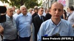 Optuženi Andrija Mandić i Milan Knežević ispred zgrade suda u Podgorici