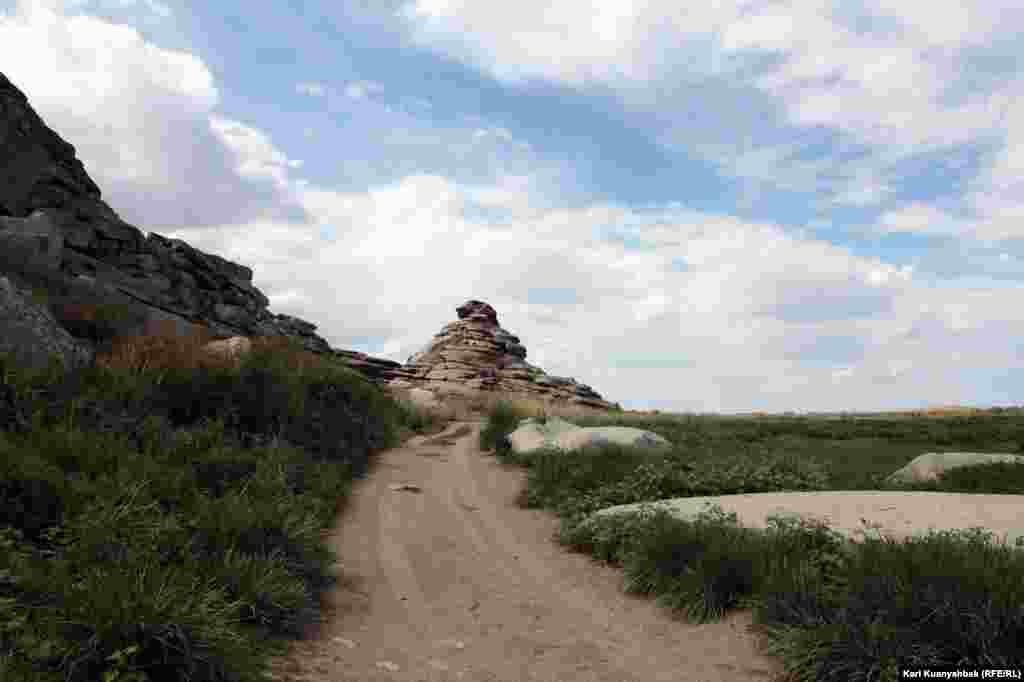 Дорога в горы Архат.