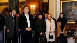 შობას პრეზიდენტი, მთავრობის რამდენიმე წევრთან ერთად, სამების საკათედრო ტაძარში შეხვდა.