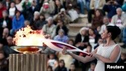 Церемония зажжения олимпийского огня сочинской Олимпиады