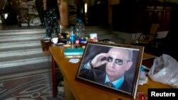 Портрет Владимира Путина в здании луганской администрации, захваченной сепаратистами