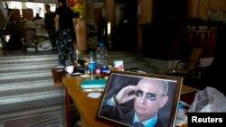 Портрет Путіна в ОДА Луганська