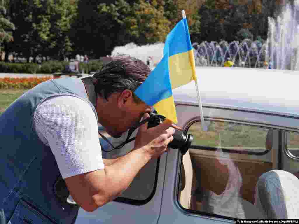 Автовласники прикрасили свої авто синьо-жовтими прапорами