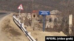 Новый знак, установленный азербайджанскими войсками, на границе Азербайджана с Арменией. Февраль 2021 года.