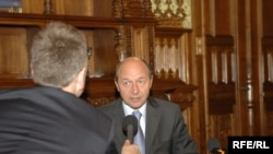 Суоле ба президенти Руминия, Траян Басеску.