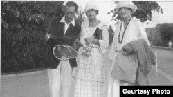 Набоков с сестрами Зиверт, 1922